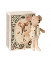 Little brother mouse in box - dancer